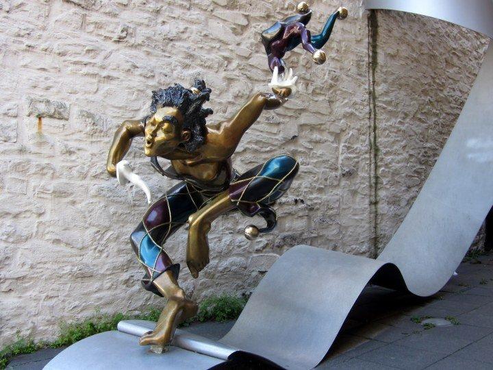 """""""Bienvenue,"""" sculpture by artist Nicole Taillon in Quebec City Canada"""
