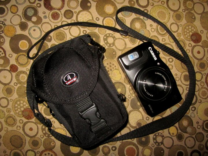 Canon Powershot SX700 HS fits the Tamrac camera bag - great travel combo