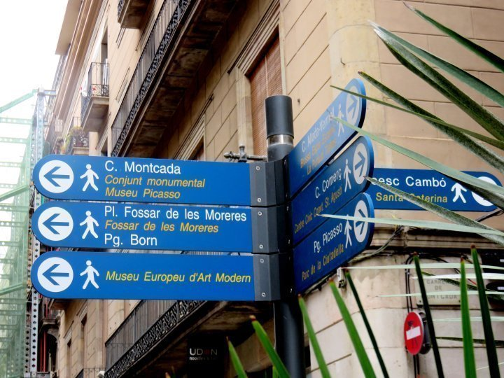 Signage - Tourist sites in Barcelona are easy to find