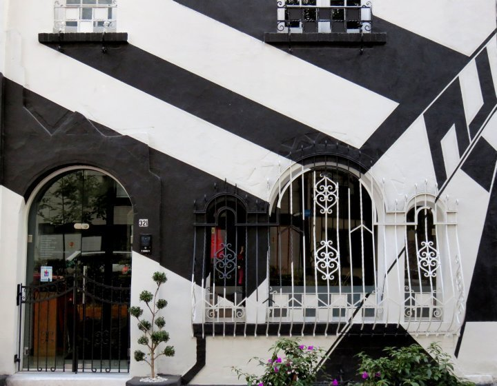La Condesa Mexico City - wonderful walking neighborhood, safe for the solo traveler, enjoy the art deco style architecture while strolling around the neighborhood