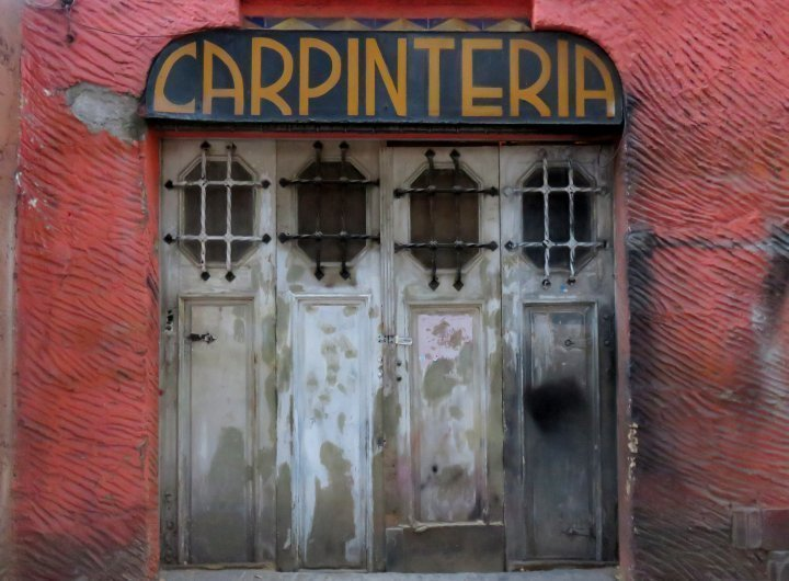 Carpinteria sign above a door in Mexico City's La Condesa neighborhood