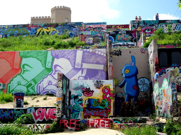 Graffiti wall Austin Texas has become a tourist attraction in central Austin - ever changing graffiti & Graffiti Wall Austin Texas - Hope Outdoor Gallery u2022 : Solo Trips And ...