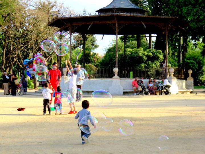 Barcelona Park Ciutadella kids chasing bubbles