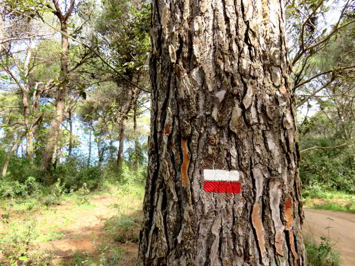 Costa Brava hiking trails - watch for markers with white stripe above red stripe - GR92 trail