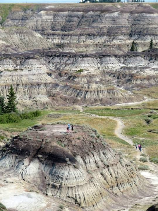 Horseshoe Canyon hiking trails and panoramic views - great day trip from Calgary