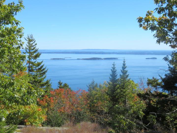 First glimpse of the ocean lookout on Megunticook trail