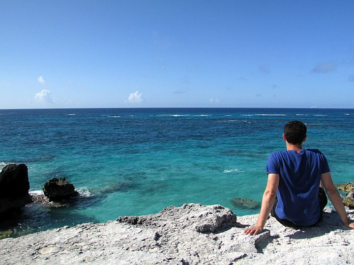 Solo travel expert Nomadic Matt enjoying the sun and sea in Bermuda
