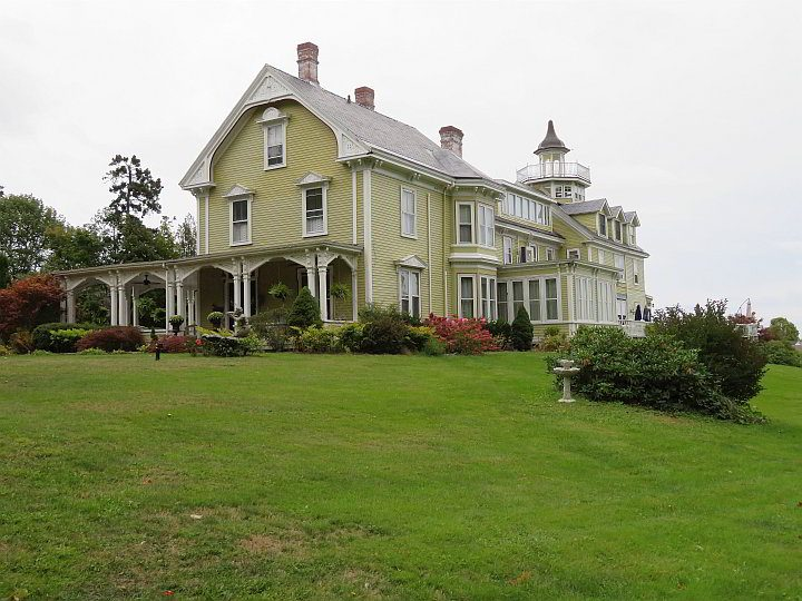 The Captain A. V. Nickels Inn is a popular historic B&B on the Penobscot Bay in Searsport ME