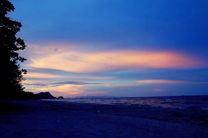 Solo travel Asia island hop to Koh Rong Cambodia for the stunning sunrise and sunset on the beach