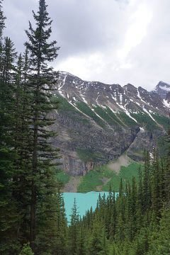 Turquoise waters of View of Lake Louise from the Tea House hike