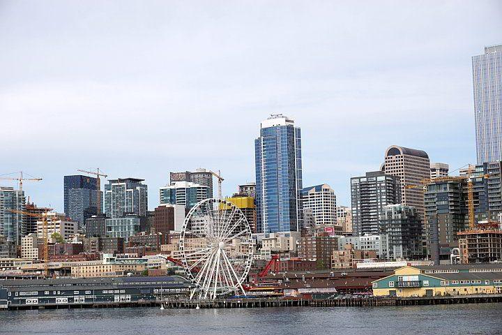 Seattle Great Wheel viewed from Elliott Bay
