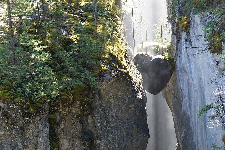 Heart shaped chockstones at Maligne Canyon