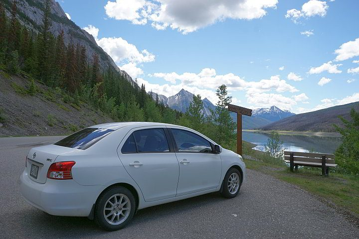 Jasper National Park road trip with a stop at Medicine Lake in the Maligne Valley