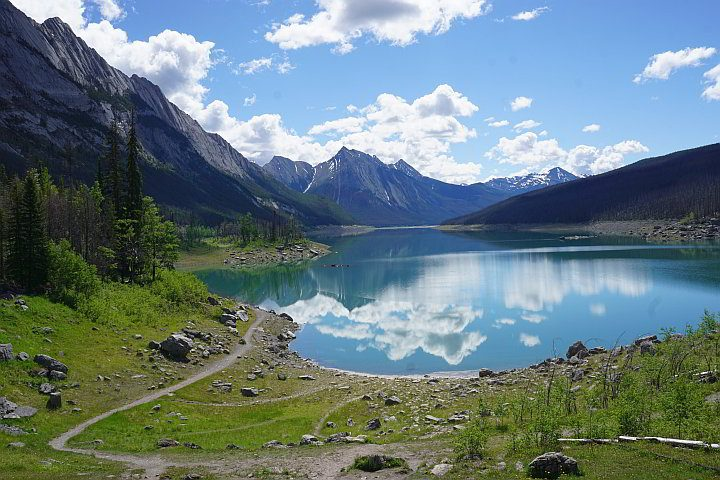 In the Maligne Valley of Jasper National Park you'll find Medicine Lake