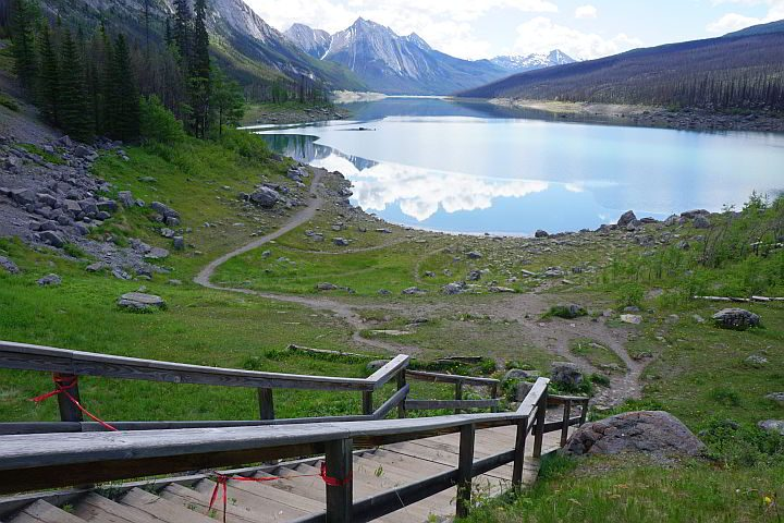Medicine Lake trail Jasper National Park