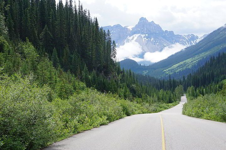 Beautiful mountain views on a BC road trip Yoho National Park Canada