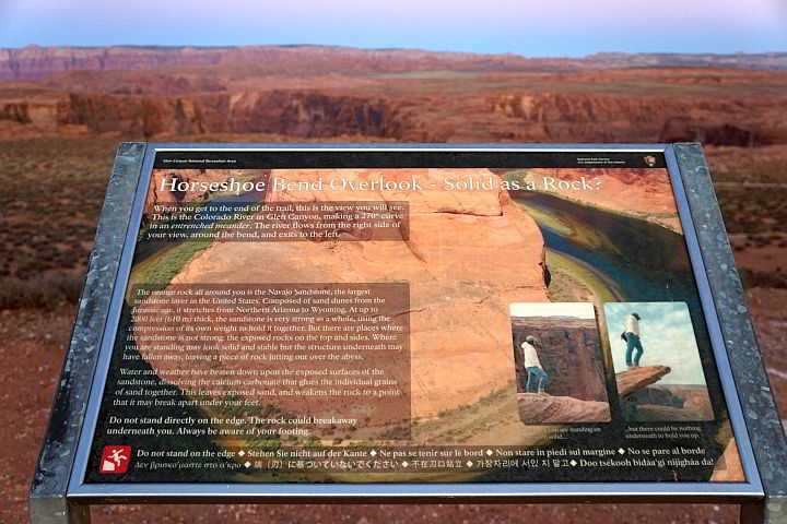 A sign reminds visitors at Horseshoe Bend do not stand on the edge