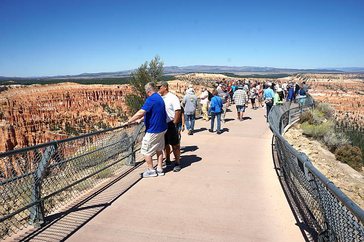 Tourists at Bryce Point Overlook