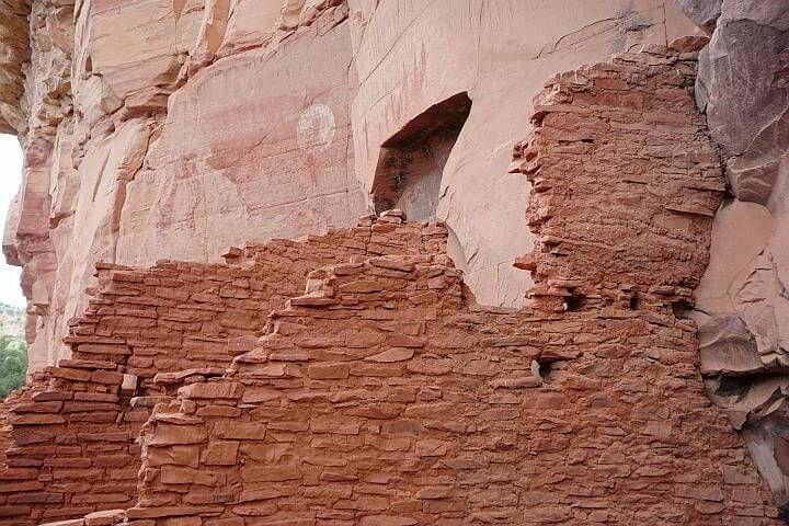 Honanki cliff dwellings and petroglyphs