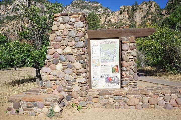 Oak Creek trailhead and map